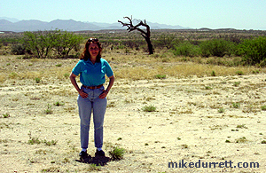 Donna Durrett appears with The Hanging Tree at Mescal. Photo copyright 2003-2004 Mike Durrett, all rights reserved.